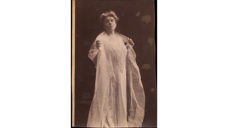 Eleonora Duse, photograph by Mario Nunes Vais, early 20th century