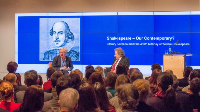 Lively discussion with the audience at the Shakespeare literature seminar in cooperation with the British Council, January 2014