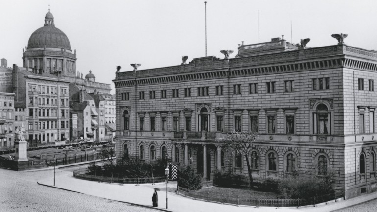 Twenty years later: the Commandant's Headquarters with an additional floor, 1880