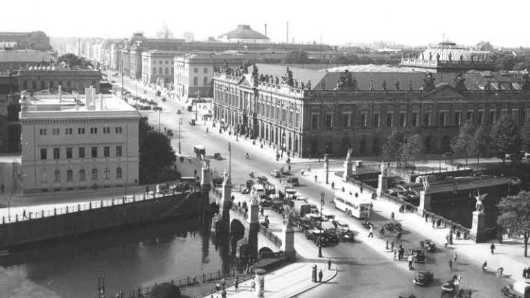 View of Unter den Linden from Berlin's City Palace, 1939
