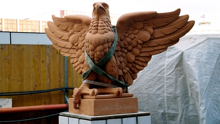 Each of the eight terracotta eagles on the roof has a wingspan of 1.5 meters and weighs 500 kg