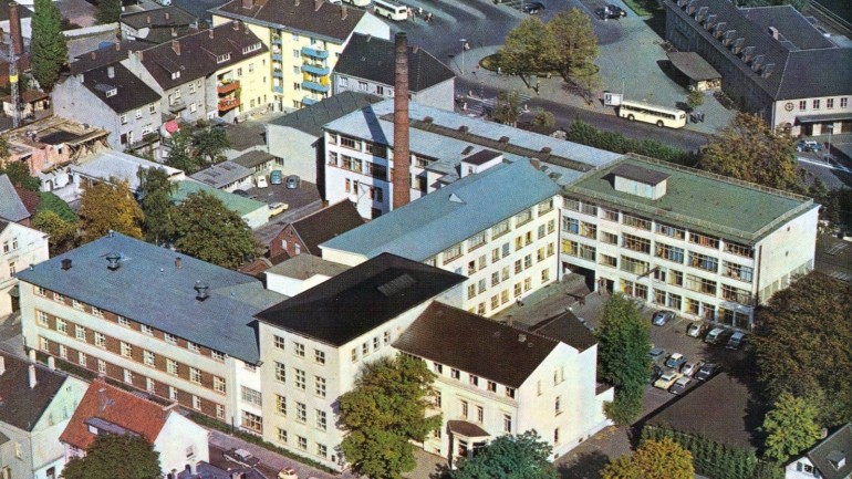 Since 1868 Bertelsmann headquarters resides in the Eickhoffstrasse in Gütersloh. General Management, administration, publishing houses and Bertelsmann GmbH call this their home. Aerial view in the 1950s.